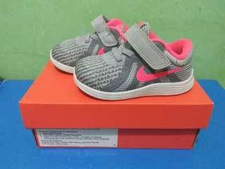 Nike Baby revolution 5c