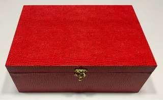 Crocodile pattern red box