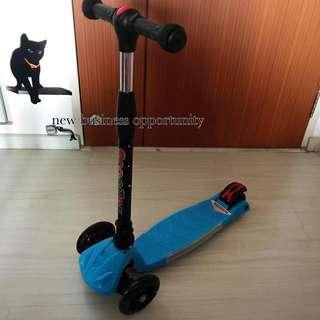 Kids Scooter led lights in the wheels FOLDABLE