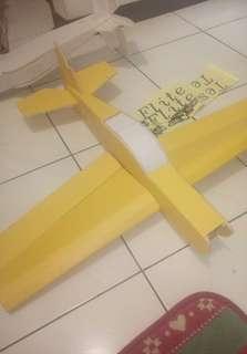 🚚 P-S名飛手計設好飛輕盈表面是抗拉紙所以耐輸摔配2200kv加上40A無刷電變加九吋槳既可掉機爆衝慢飛實也很溫定有付配件包跟貼紙黃色機身多幫您黏好了