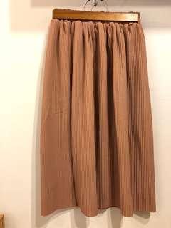 奶茶色壓紋長裙