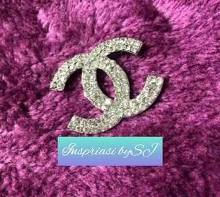 🚚 Chanel Brooch