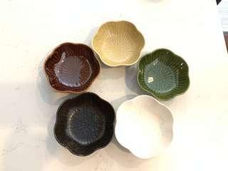 """TAKO-KARAKUSA 四季梦彩5"""" flower shape bowl set of 5"""