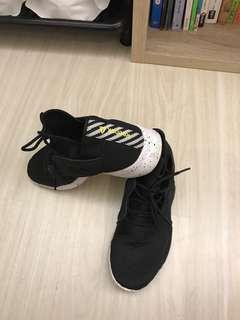 Reebok 運動鞋