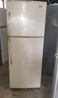 LG 2 doors fridge refrigerator peti sejuk peti ais in good condition