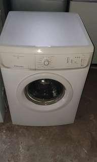 Used electrolux front load hot washer 7.0kg washing machine mesin basuh fully automatic stainless steel drum in good condition
