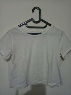 Kaos putih crop top