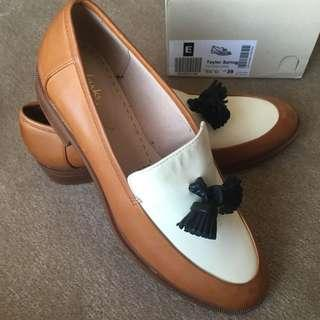 BNWT Clarks Taylor Spring Tan Leather Loafers 39