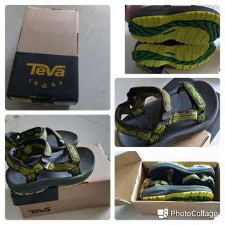 🚚 降價TEVA兒童涼鞋(全新)15公分