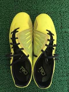 🚚 Nike T90 Soccer Boots