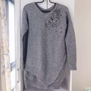 🚚 灰色V領長版造型毛衣