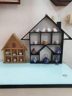 Small porcelain kitchenware on wooden display