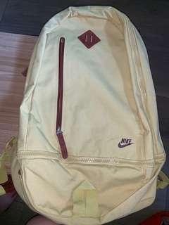 經典 Nike 黃色背囊 backpack