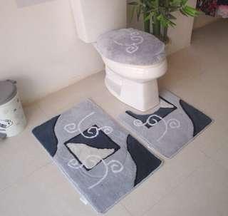 Three-piece toilet seat. Floor mat. Floor mat