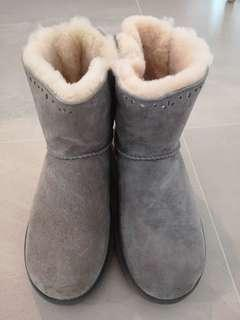 Authentic UGG boots light grey with ribbon