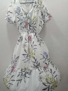 🚚 White floral dress