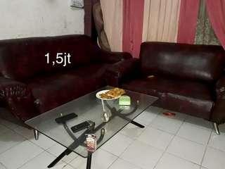 Sofa ruang tamu maroon