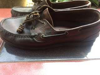 Sepatu kulit Timberland