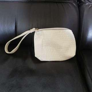 Pouch bag white