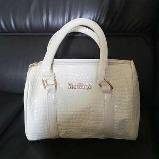 white bag slingbag