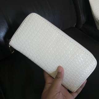 white wallet NEW