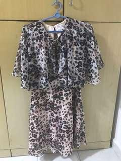 🚚 Forever New leopard shawl dress