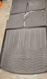 VW 2011touran原廠膠地毯+車尾墊