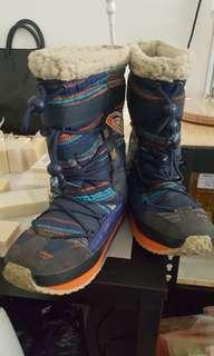 🚚 Roxy 女用雪靴,是原色不是髒