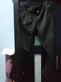 Celana bahan hitam karet
