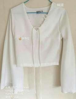 白色修身上衣 長袖 喇叭䄂 絲質 舒服 跳舞 cosplay