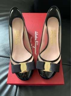 🖤Excellent Condition Ferragamo Eva Net Patent Calf heels🖤