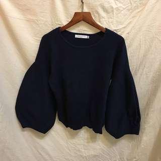 藏藍色澎袖針織上衣