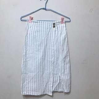 🚚 白色細直條長裙