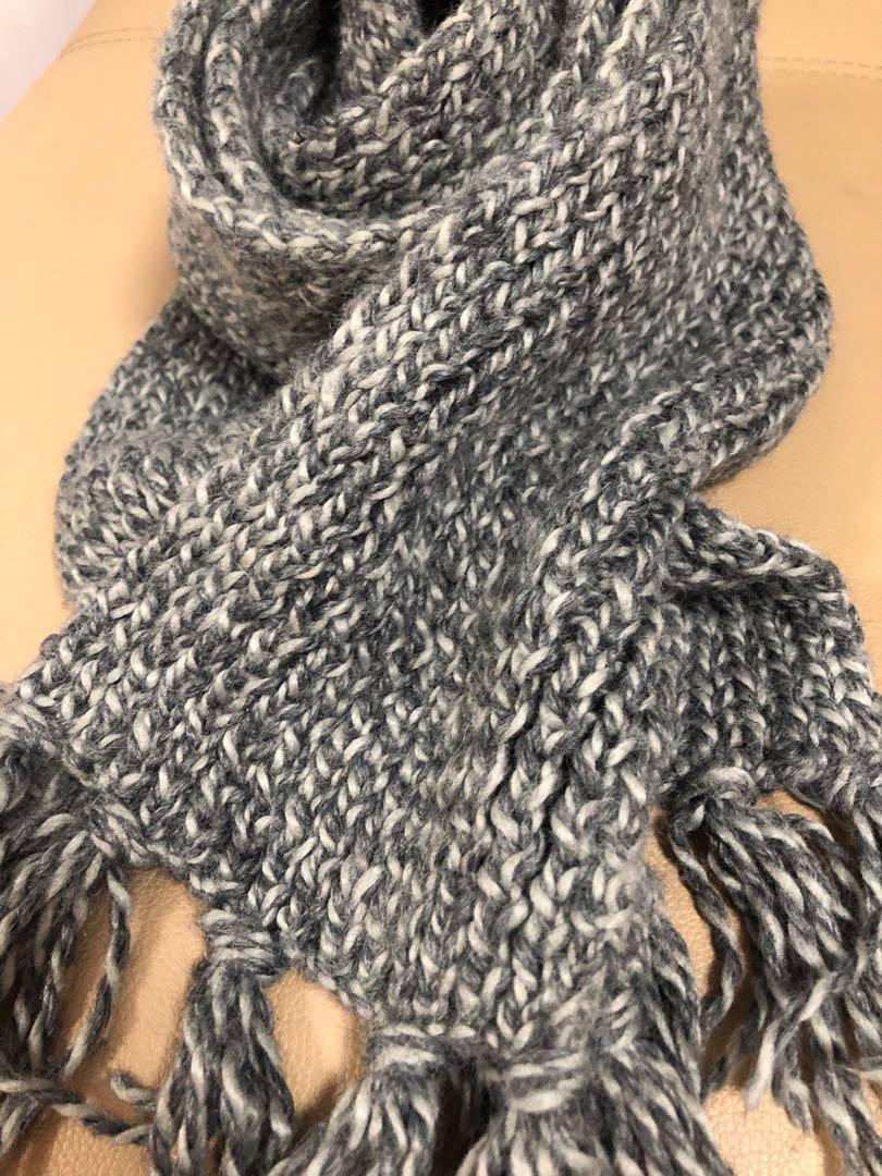 灰色手織頸巾