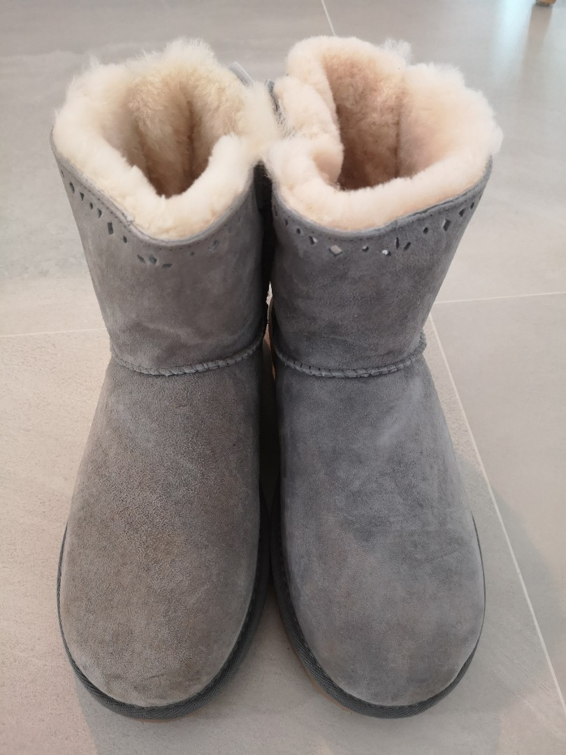 f1bb4032321 Authentic UGG boots light grey with ribbon