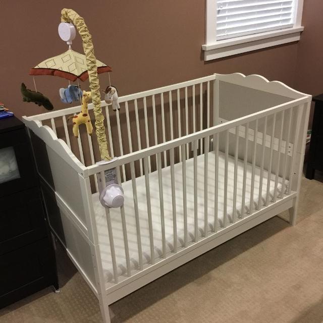 Baby Cot & mattress & bumper