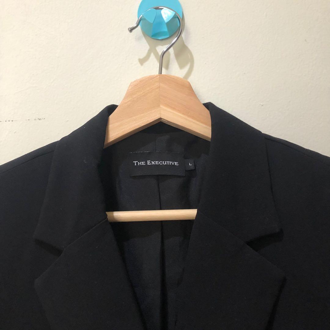 The Executive- Blazer Cropped Hitam