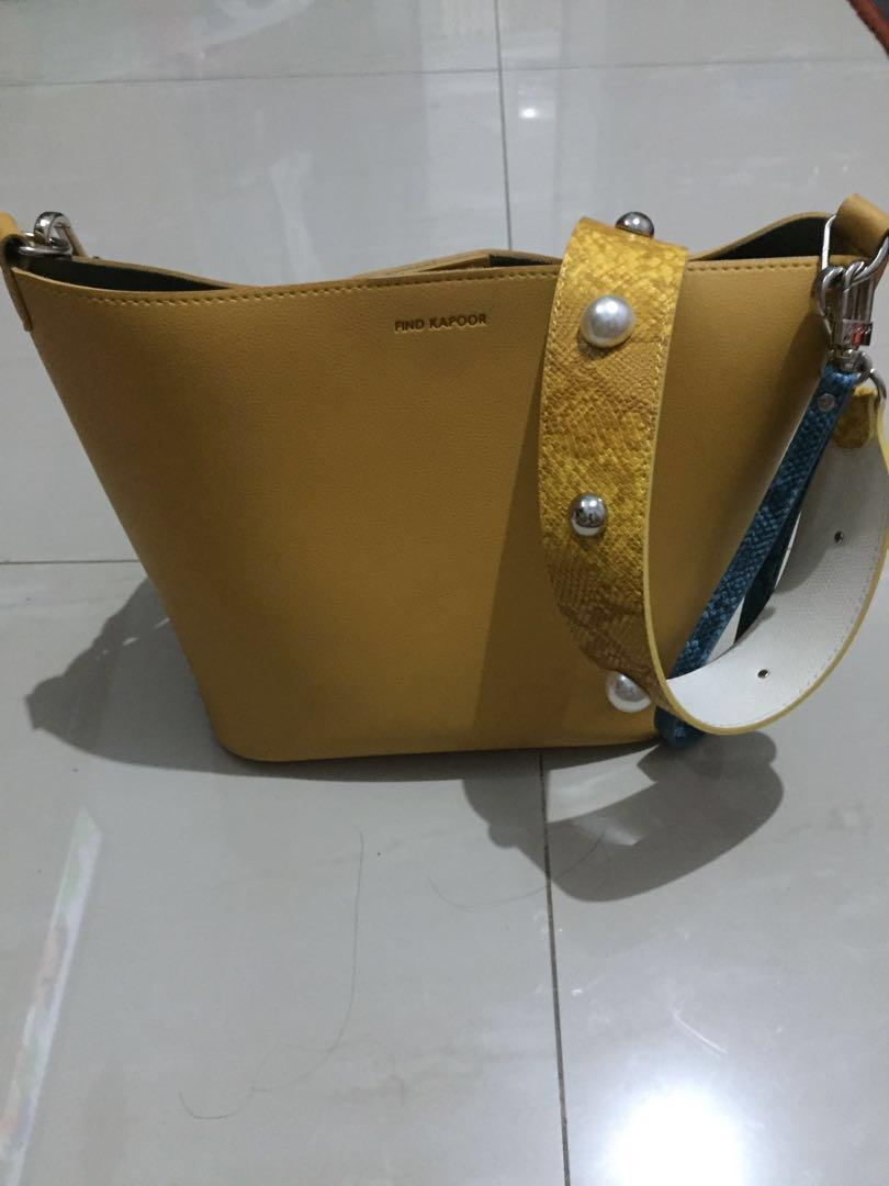 Find Kapoor honey yellow pearl ball preloved..masih bagus sekali..warnanya lucu..recomended to buy..Authentic