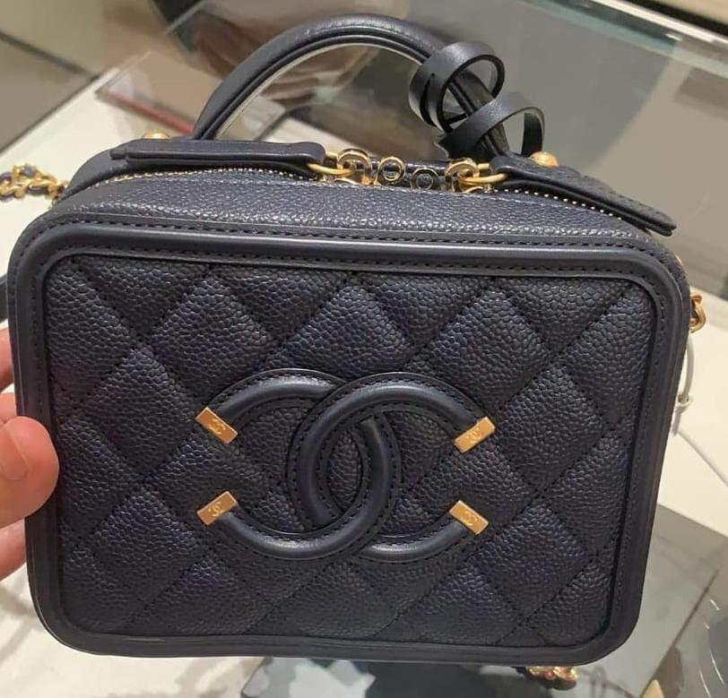 Jual Rugi ‼  ready BNIB Chanel vanity case small17cm Navy cav ghw #26 rec Nov 2018 ONLY 59,3 jt  (was bought 62jt)