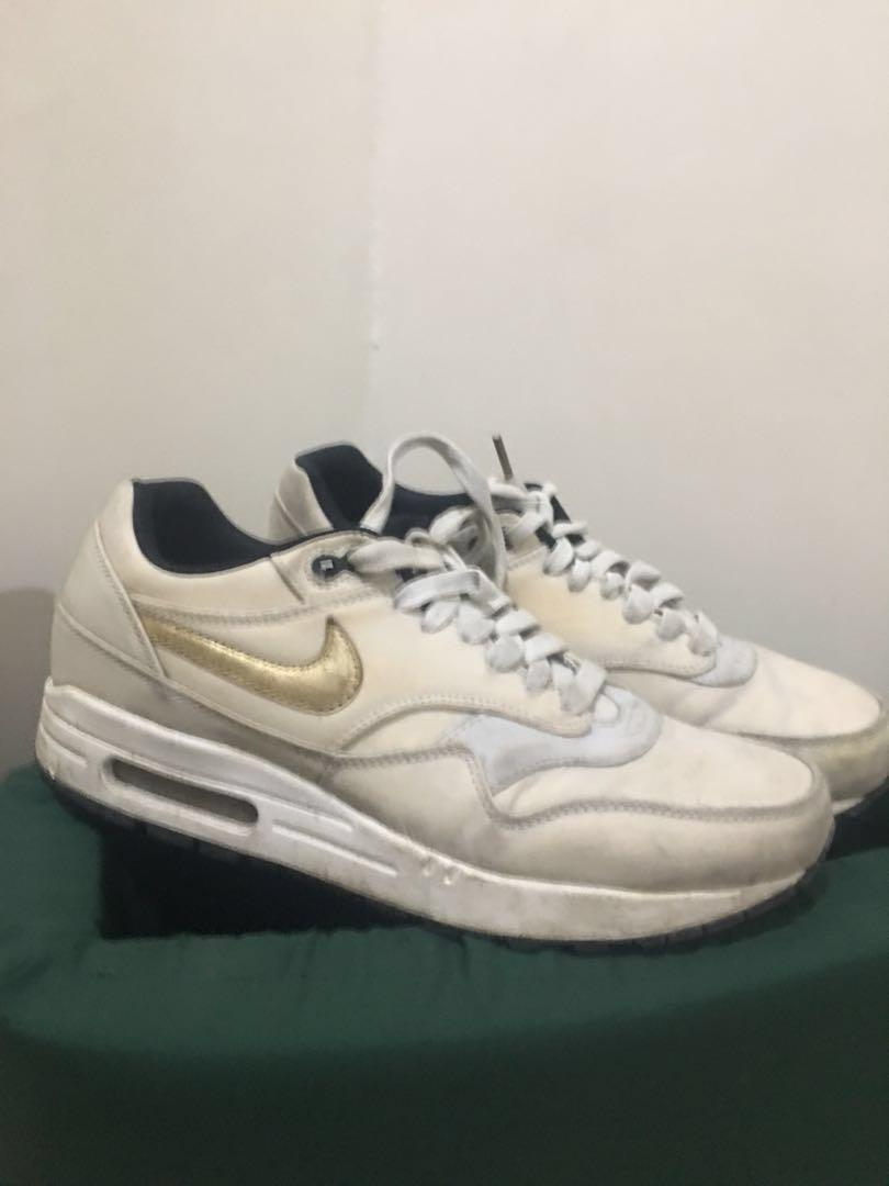 the best attitude 64a18 e0d99 Nike Airmax 1 Gold trophy on Carousell