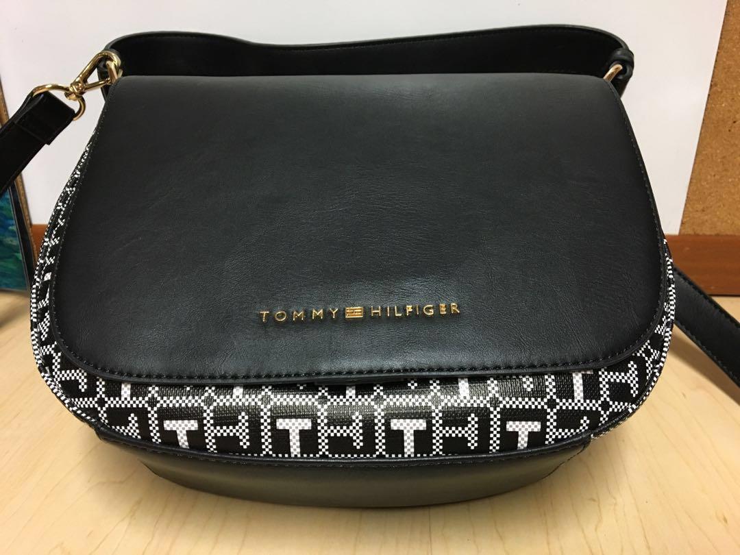 3b4602f40d Tommy Hilfiger faux leather handbag, Women's Fashion, Bags & Wallets ...