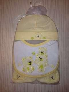 BB紗袋帽、口水肩及腳套套裝,共六款供選擇,包平郵,適合0-1歲嬰孩穿着