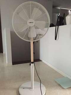 🚚 Mistral 16 inch stand fan