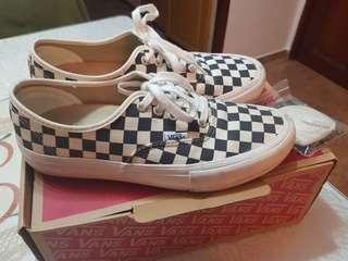 🚚 Vans Checkered Authentic Pro