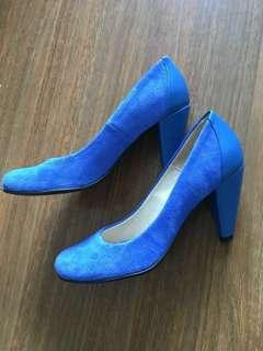 Passepartous bespoke blue leather and suede pump heels