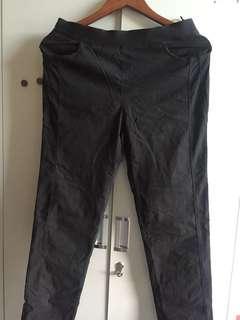 🚚 Black pants