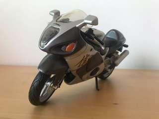 Suzuki GSX1300 scale 1/18