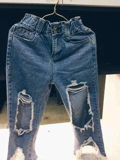 🚚 小賈斯汀的破褲 好像是沒穿過??買快一千