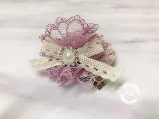 Handmade lace粉紅帽夾子