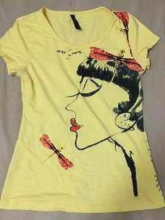 Voir yellow shirt